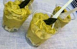 uova e asparagi nel bicchiere